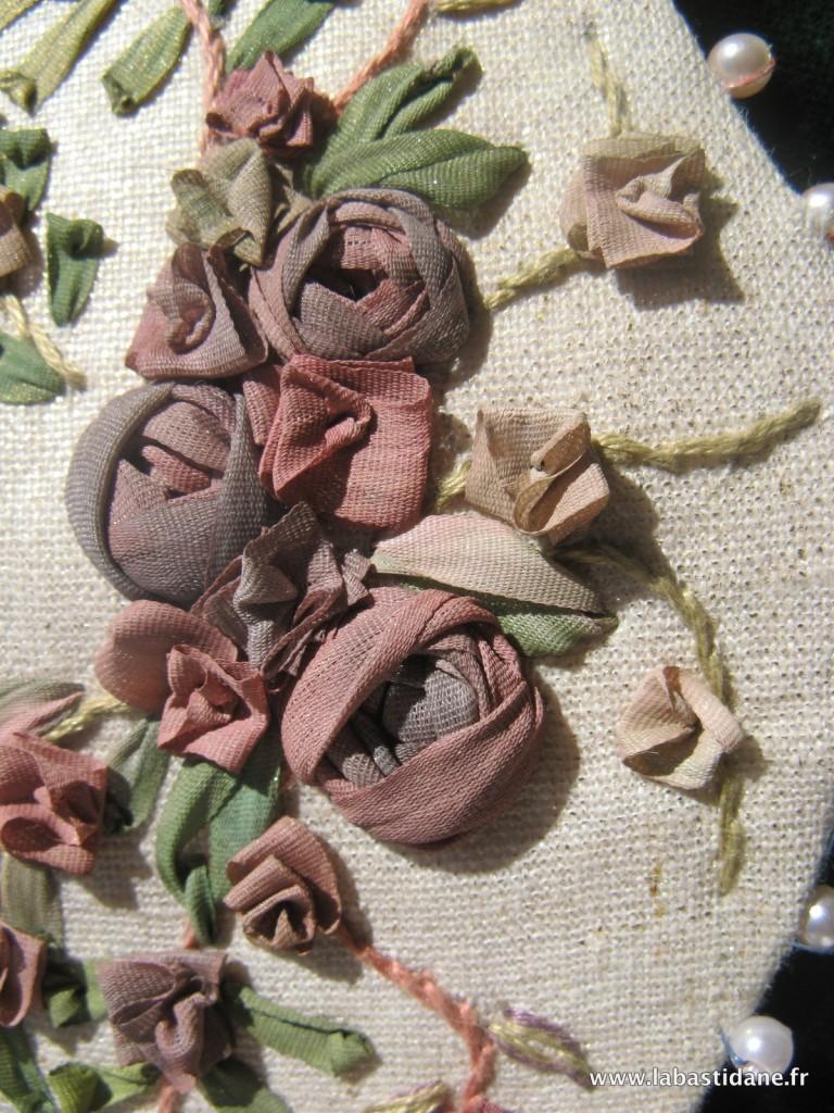Broderie aux rubans de soie le collier de victoire for Maison de ruban